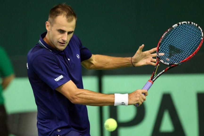 Marius Copil with a weight of 86 kg and a feet size of N/A in favorite outfit & clothing style